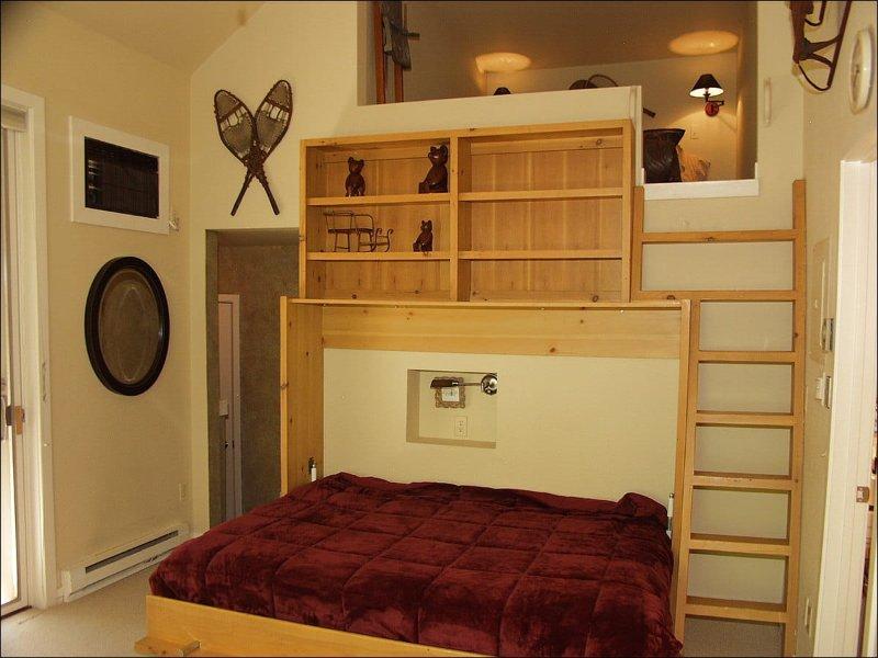 6ème chambre avec grand lit gigogne / bain / TV