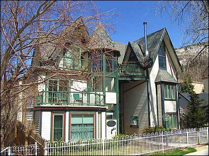 Charming Victorian Town House in Aspen Core (203000) Chalet in Aspen