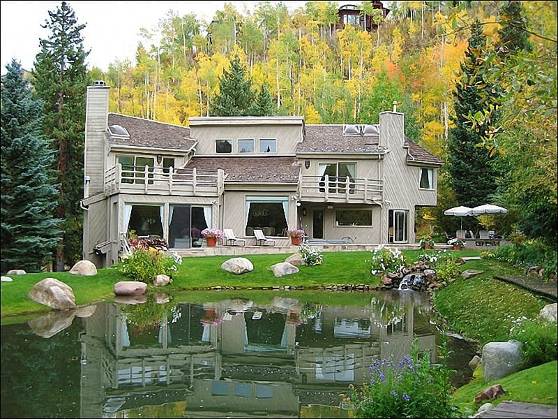 Large Ski-in.out home located on Fanny Hill