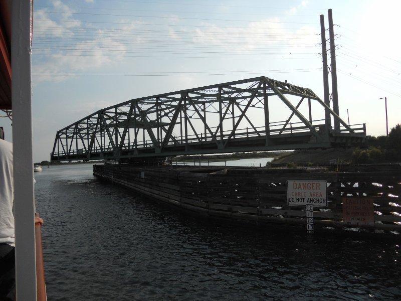 De binnenkort te vervangen Swing Bridge ....
