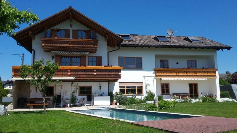 Ferienwohnung Lorenz - Naturalpool, Alpenblick, ruhig, vacation rental in Rosenheim