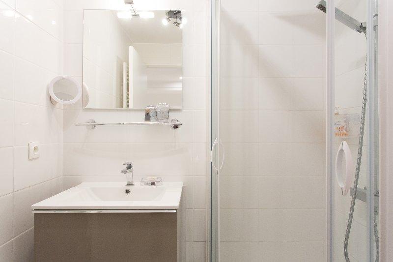La 2ème salle de douche et toilettes