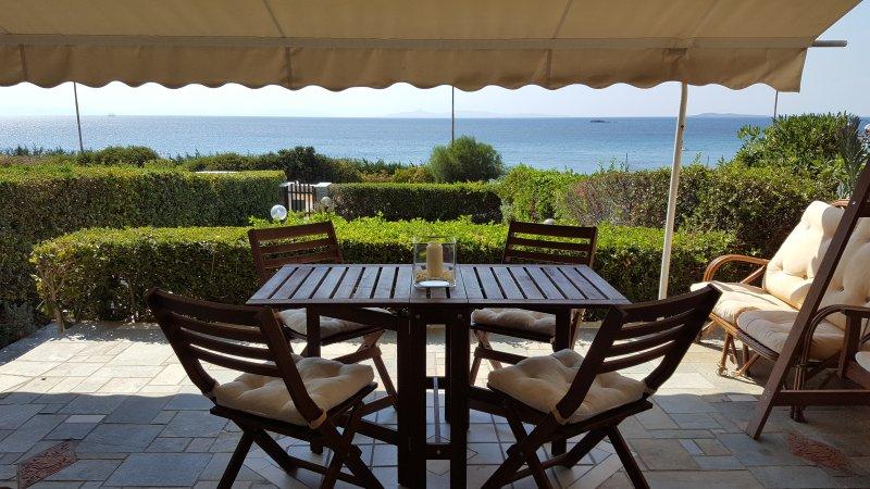 Gi Gi SeaSide Villa The ideal place for relaxing vacations ! ANAVYSSOS-SARONIDA, holiday rental in Saronida