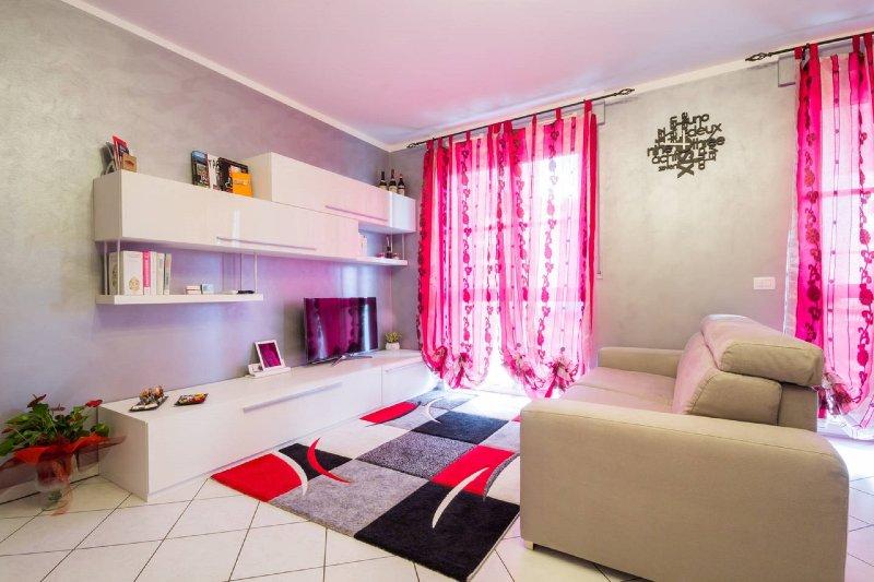 Moderno appartamento ad Alba, vacation rental in Guarene
