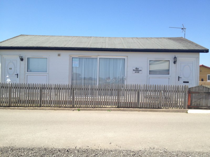 The Boat House is a detached holiday chalet just 2 minutes walk from South Shore beach