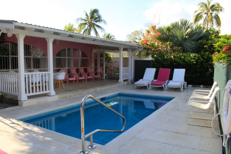 PINK VILLA – NEW PRIVATE POOL - GREAT LOCATI, location de vacances à Saint-James