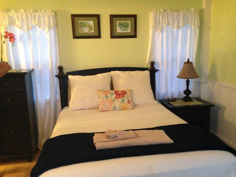 cama de matrimonio en cabaña de un dormitorio