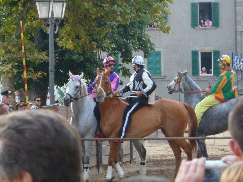 Cada año, el 8 de septiembre en Castel del Piano es el Palio.