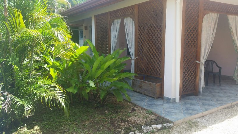 Casa Tica: A Peaceful Oasis in the Middle of The Town, vacation rental in Hojancha
