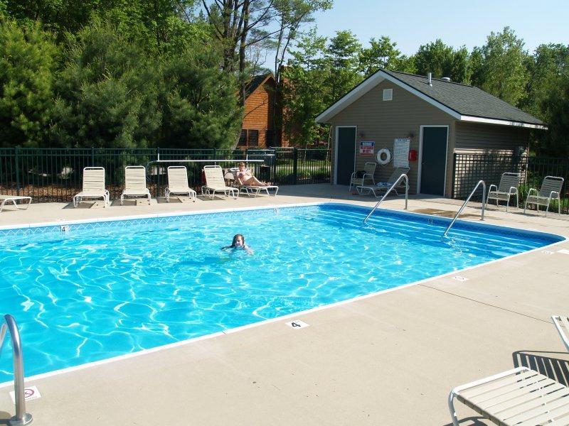 piscina comunitaria climatizada (disponible durante la temporada de mayo a septiembre)