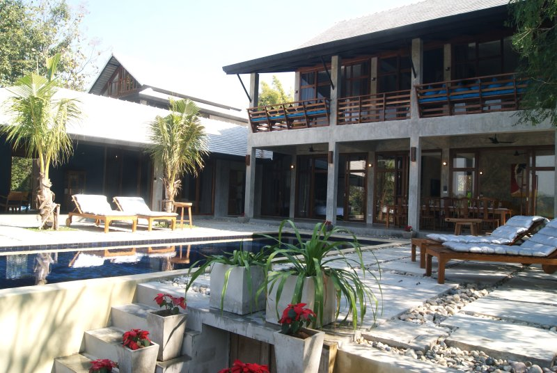 PING POOL VILLAS, 2 private pool riverfront villas, holiday rental in San Sai