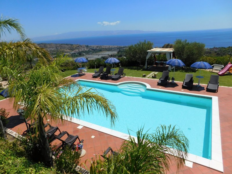 VillaPerlaJonica with amazing pool/terrace and its wonderful panorama! Pool is m.6 x 12, deep m.1,5!