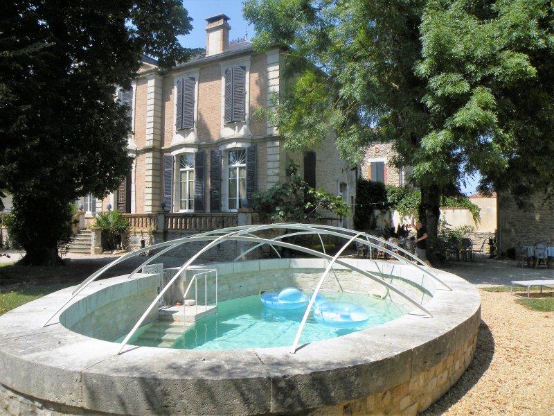 Manoir de la bastide 20 personnes, holiday rental in Monteils