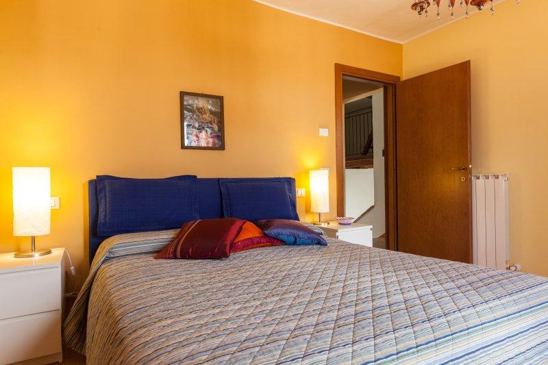 Appartamento medievale TOP 3° piano con WiFi e aria condizionata, location de vacances à Mercatello
