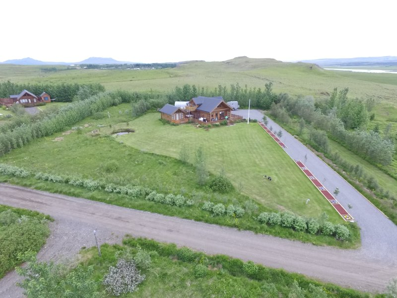 The house by the golden circle with hot tub, vacation rental in Fludir