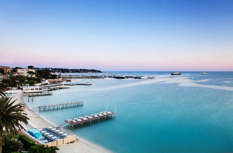 Il nostro appartamento è a soli 5 minuti a piedi dalle spiagge di sabbia, ristoranti e negozi.