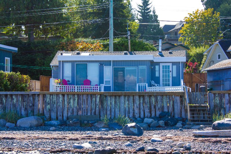 Qualicum Beachside Cottage