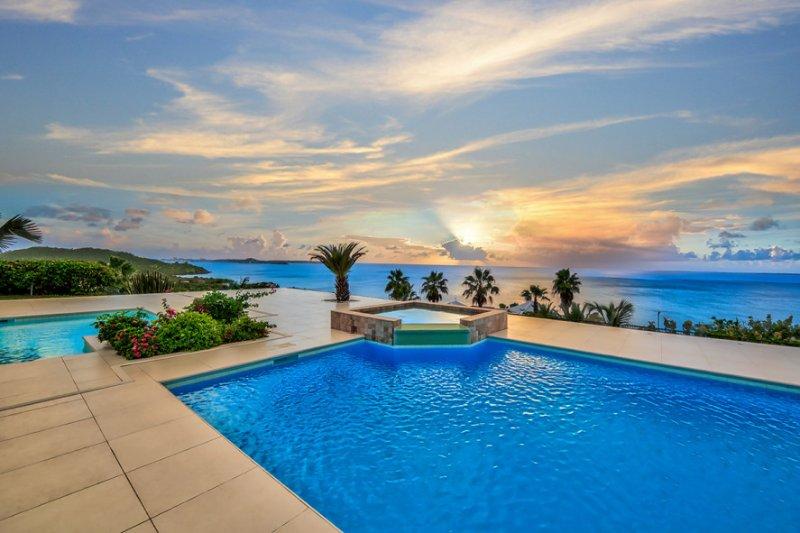 DREAMIN BLUE... Gorgeous panoramic sunset views, in beautiful Happy Bay!, aluguéis de temporada em La Savane