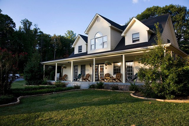 Big Pine Trout Farmhouse-Upscale Mountain Getaway, holiday rental in Eagle Rock