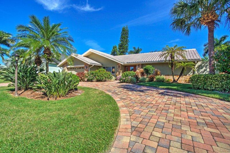 Elevar su retiro estado del sol con esta atractiva casa de vacaciones Fort Meyers!