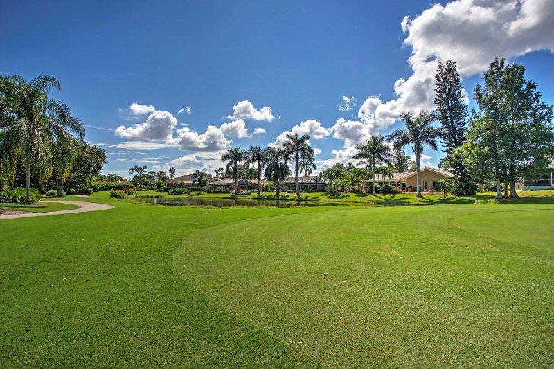 Disfrutar de hermosas vistas al campo de golf de esta casa de vacaciones Fort Meyers.