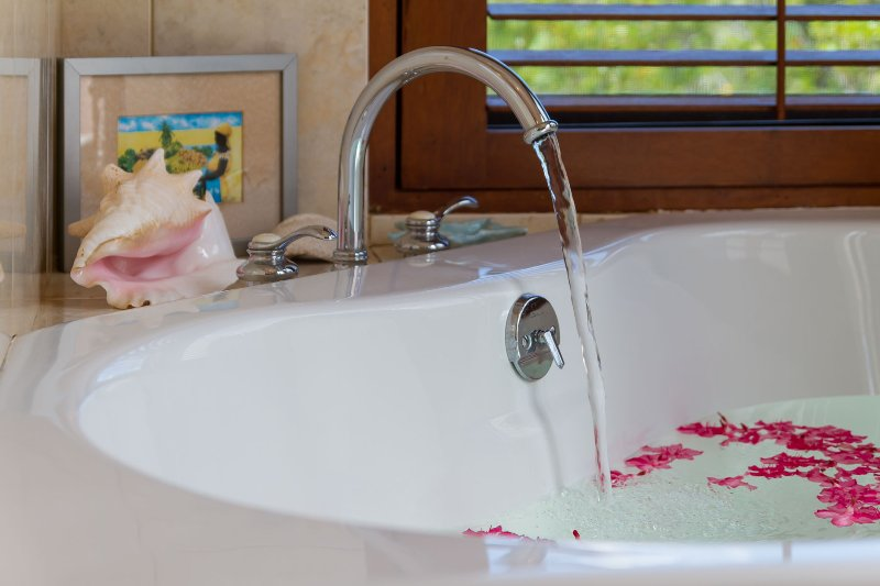 The Poolside Master Suite's soaking tub