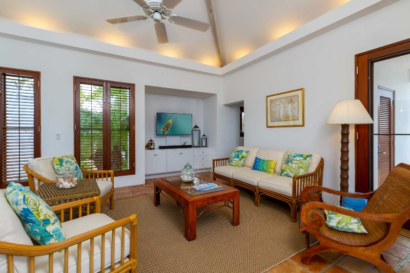 The living room features a large flat screen cable television and free Wi-Fi
