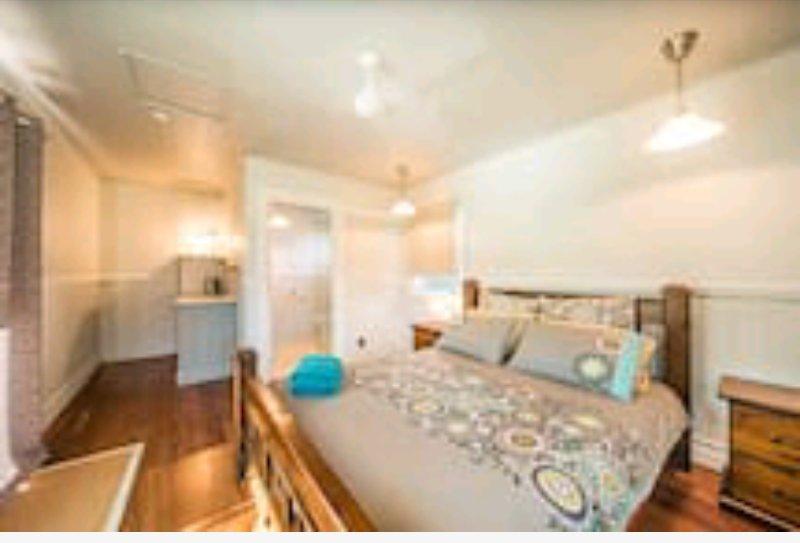 Studio apartment Queen bed and ensuite