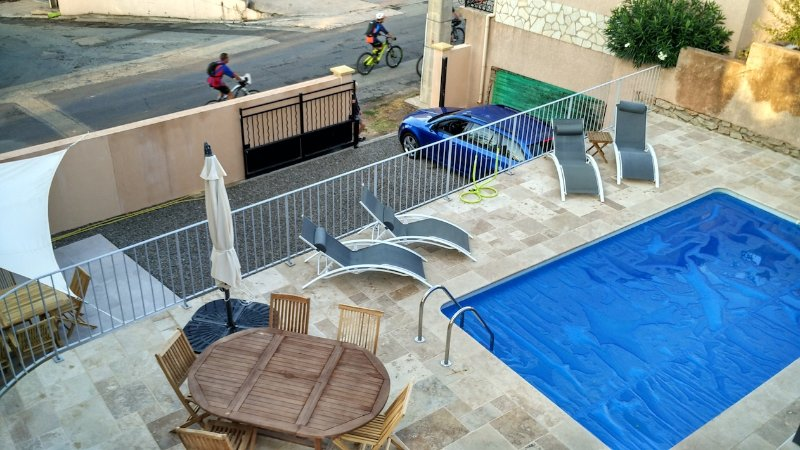 Maison de Farine Becken und Terrasse Essbereich