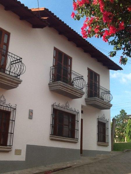 Lovely townhouse in center of Copan Ruinas, alquiler de vacaciones en Copán