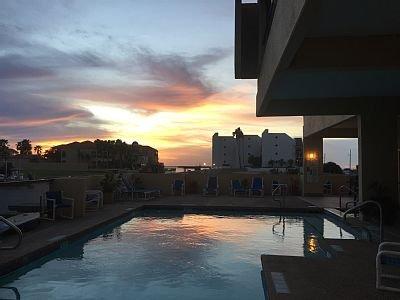 Amazing View's-Bayfront Resort-Pool-Boat Slips-Fishing Pier-Beach & Clayton's WD, location de vacances à Île de South Padre