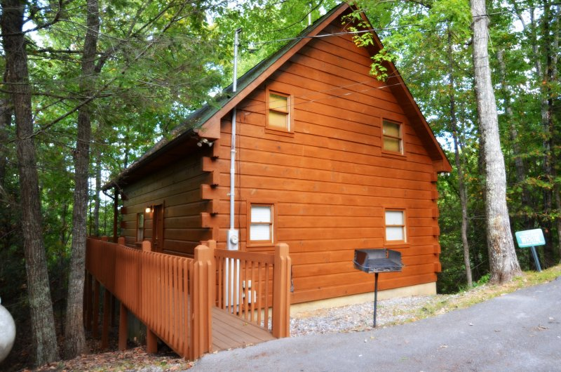 This honeymoon cabin sits on a private 15 acre gated mountain.