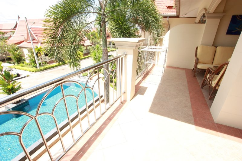 Great Apartment in Great Village Resort, holiday rental in Sattahip