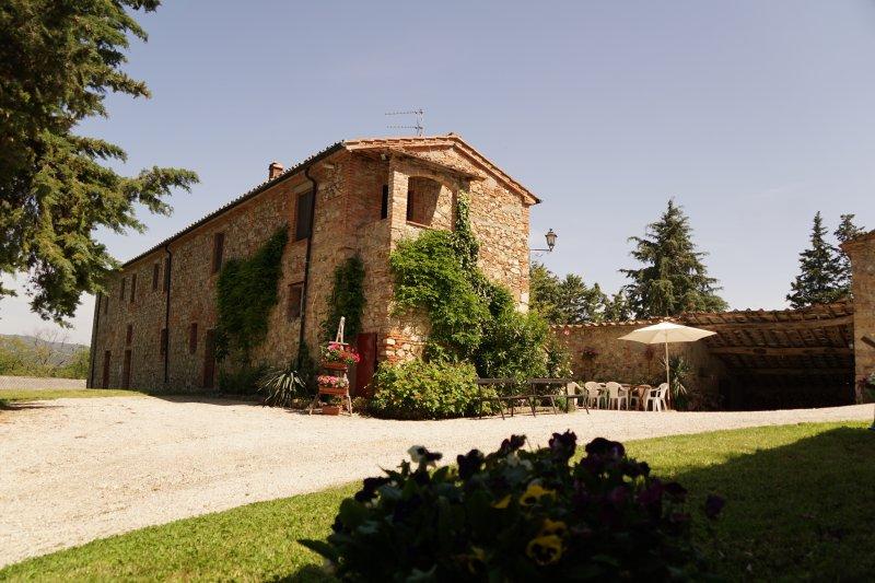 Private esclusive farmhouse- Podere Le Rote, casa vacanza a Montecastelli Pisano
