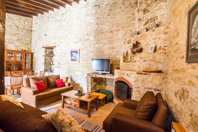 Yorkis Silikou Traditional Village House, holiday rental in Lania