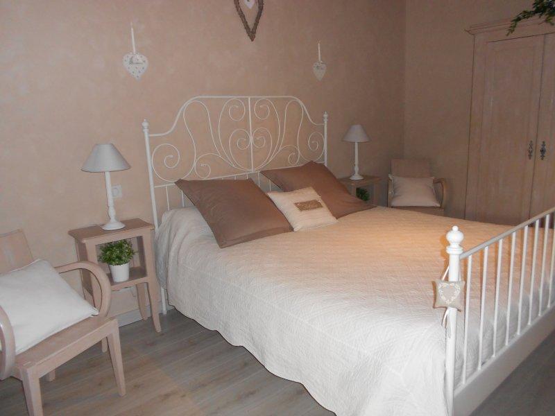 Chambre d' hôtes de charme en Bourgogne, holiday rental in Ecuisses
