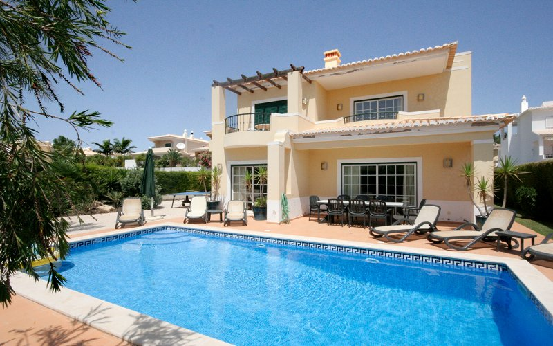Casa Louisa,  4 bedroom 4 bathrooms, Private heated pool, Wi-Fi, A/C, holiday rental in Faro District
