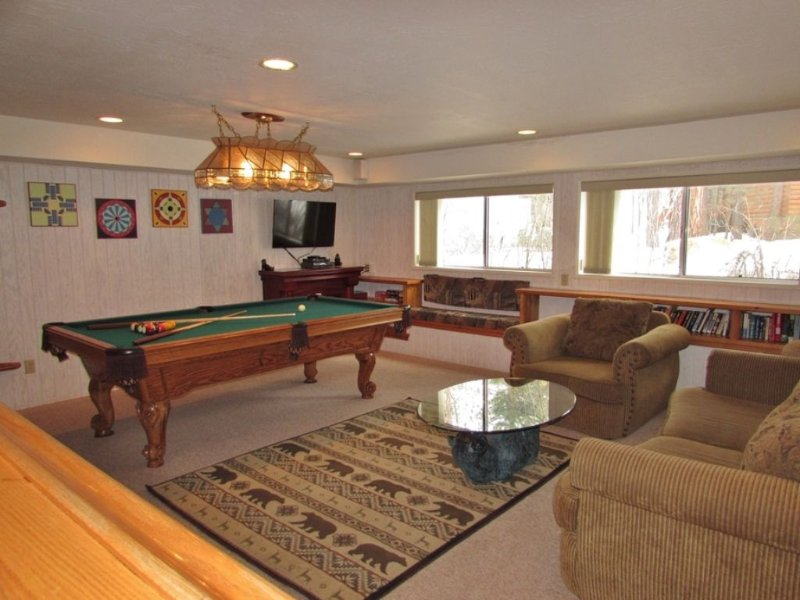Game Room - Pool Table and Flat Screen TV