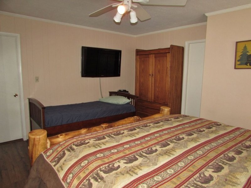 Master Bedroom - Twin Sized Bed and Flat Screen TV