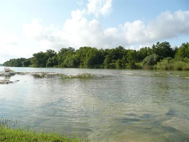 Les eaux cristallines de la belle rivière Pedernales