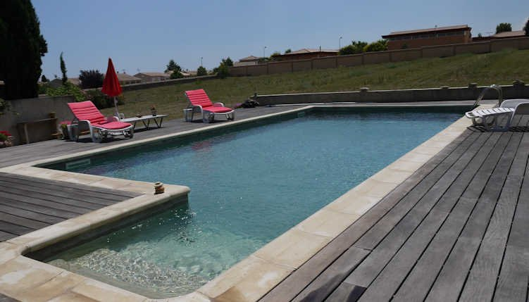 Holiday villa in France with private pool, sleeps 6