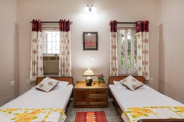 At Narayaniz Ace Guesthouse Room 1, MINISTRY OF TOURISM GOI CERTIFIED, holiday rental in Kolkata (Calcutta)