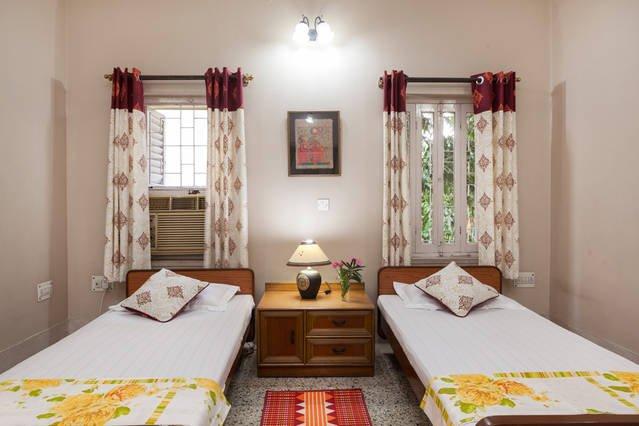 Des lits jumeaux, mais peuvent être joints pour faire double.