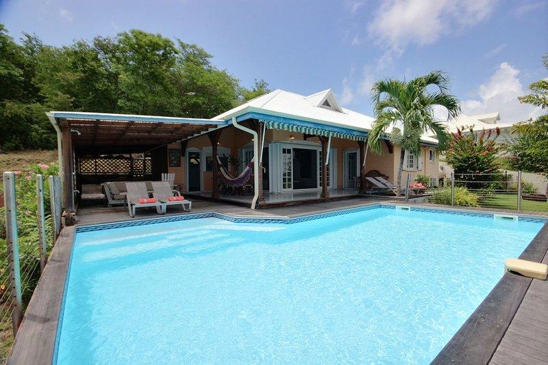 Cocoa Surf : Superbe villa 4CH, piscine, vue mer, proche plage et spot de surf, vacation rental in La Trinite