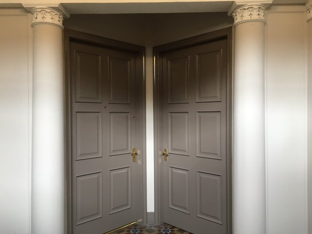 entrance to first floor apartment