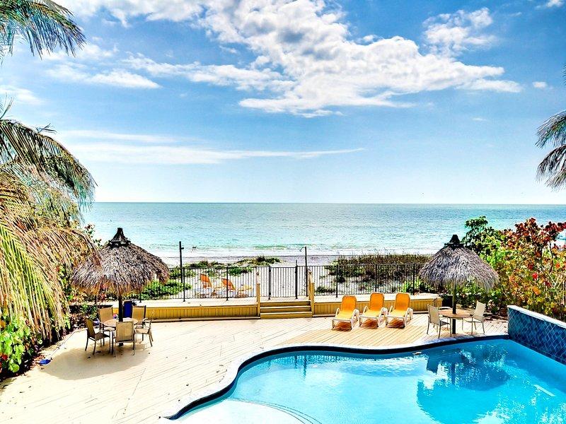 Sugar Beach es su propio oasis hermoso con terraza, piscina climatizada y playa frente al golfo.