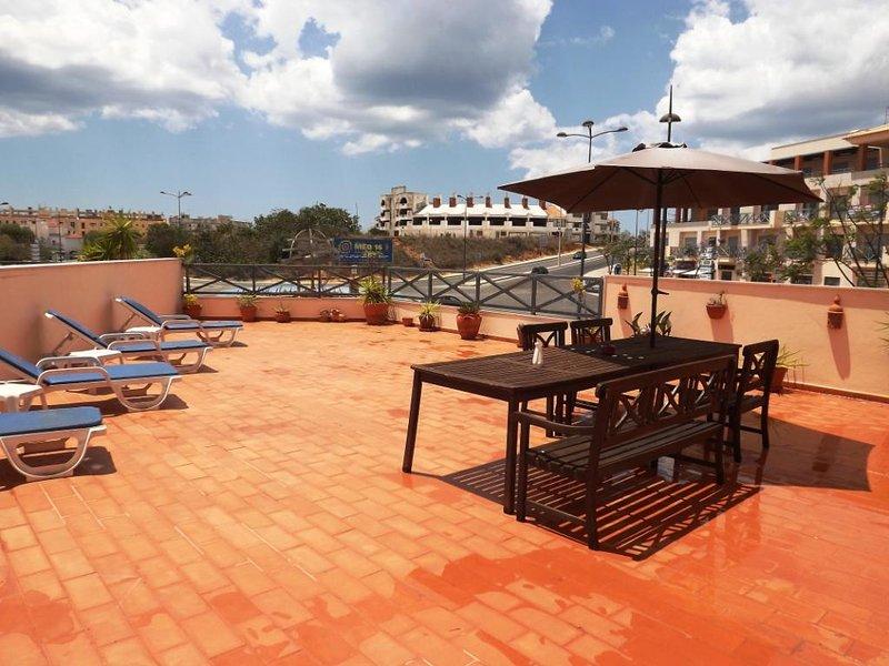 Fantastic 2 Bed apartment in Parque da Corcovada, alquiler de vacaciones en Areias de Sao Joao