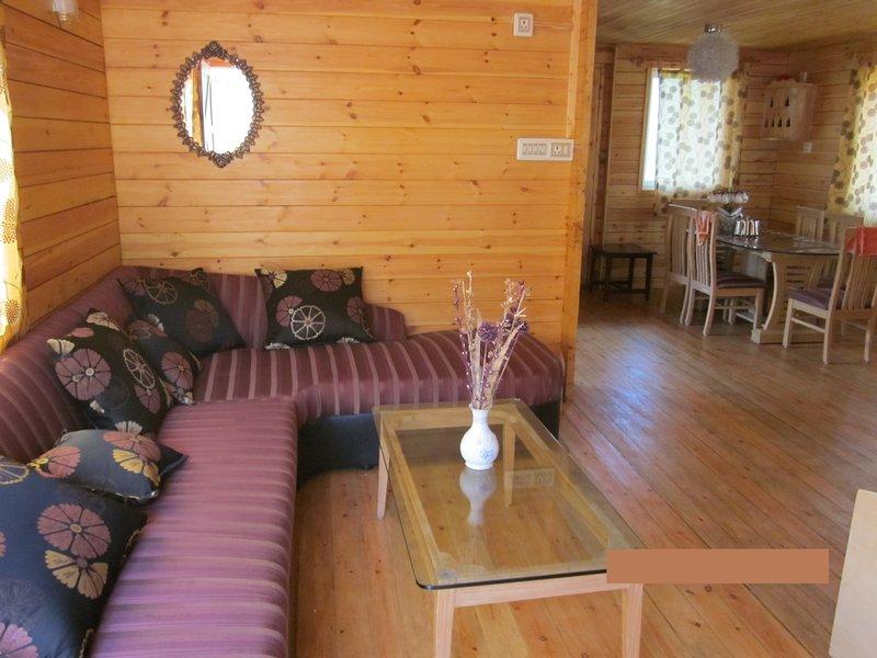 2 Bedroom Cozy Wooden Home, vacation rental in Kotagiri