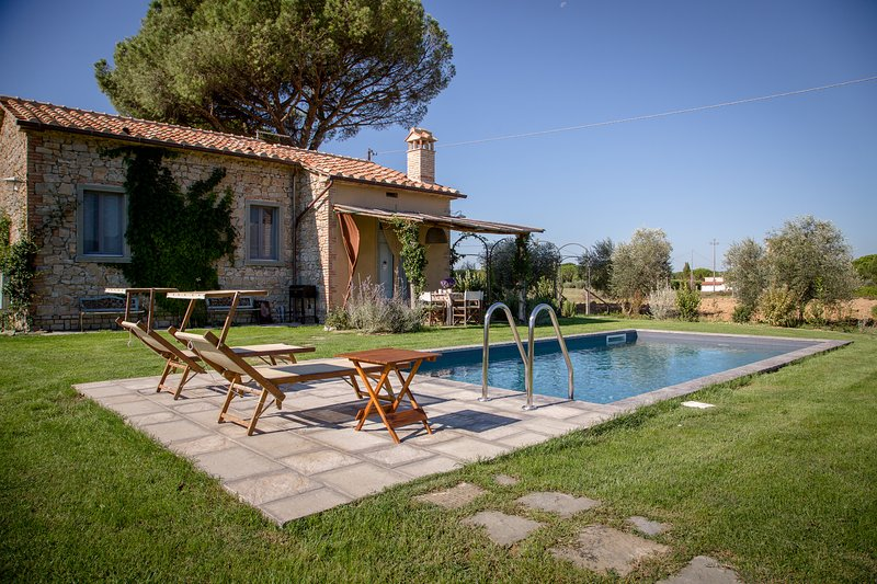 Il Nido a contemporary countrychic Villa with pool, holiday rental in Appalto