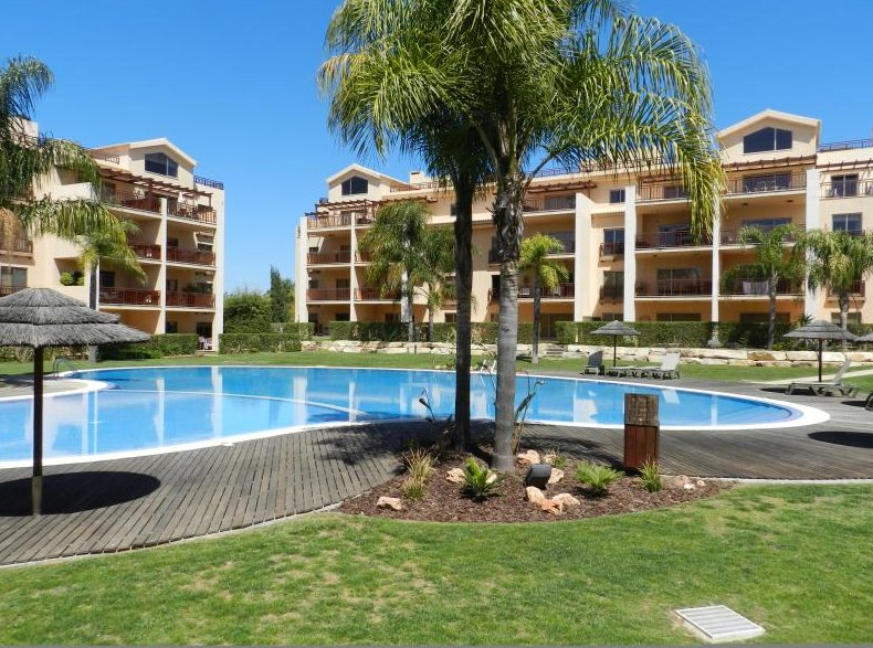 Condomino Do Golfe 11 Complex, Gardens and Pool